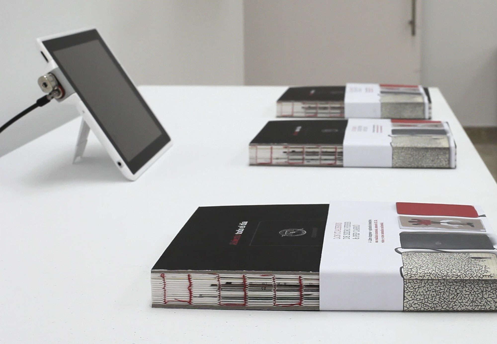 """Imagen del libro """" Abierto todo el día. Los cuadernos de Isidro Ferrer y Pep Carrió""""."""
