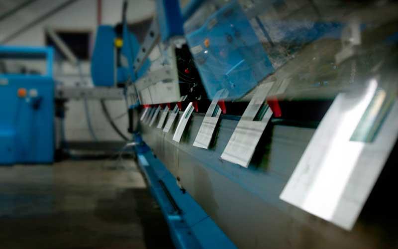 vista de la máquina de encuadernar en grapa