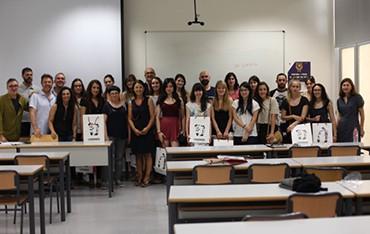 Foto de grupo con los responsables de La Imprenta CG, Mar Hernández y los alumnos del Máster.