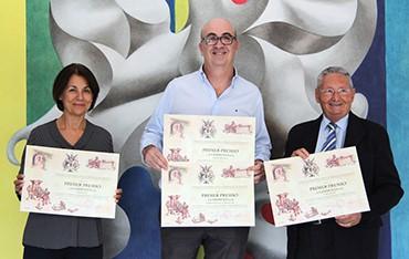 María Elvira Borredá y Juan Senent, gerentes de La Imprenta CG, y Ramón Simón (presidente de ASOAGVAL).