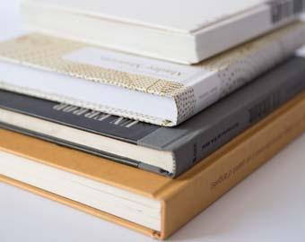 ejemplo de libros apilados