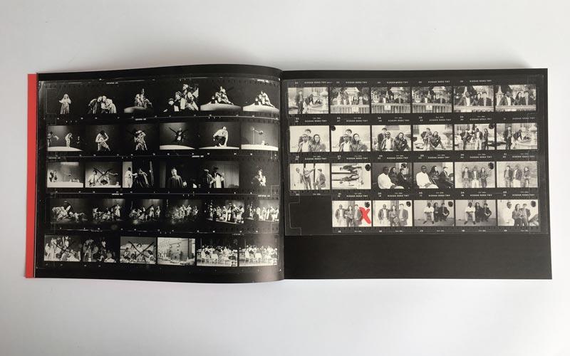 interior del catálogo de la exposición