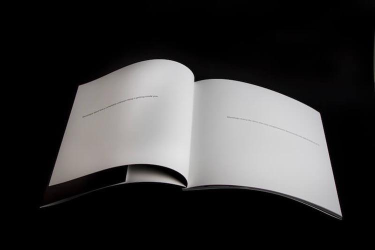Interior del fotolibro de Raúl Moreno