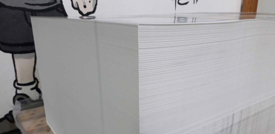 pila de papel una vez impreso