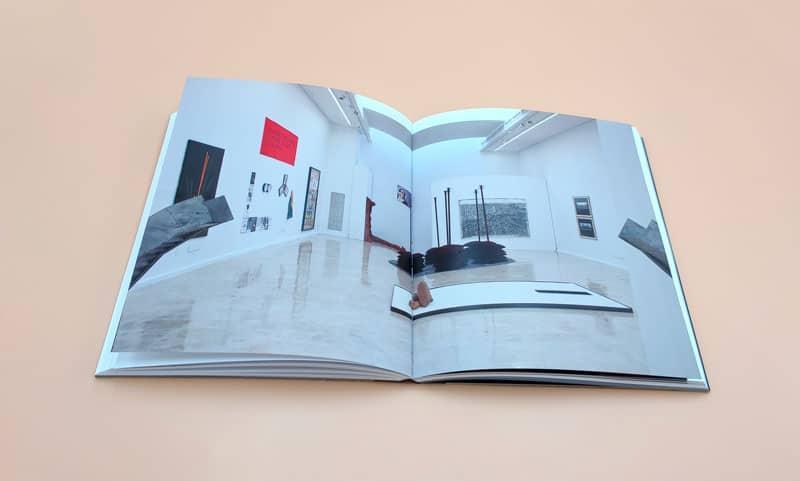 Vista general de la exposición en el catálogo