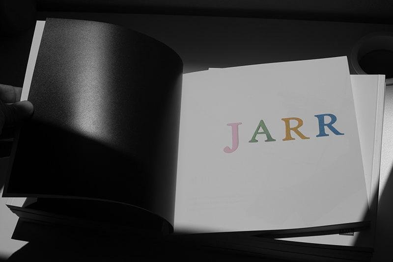 Portadilla del catálogo de exposición Jarr