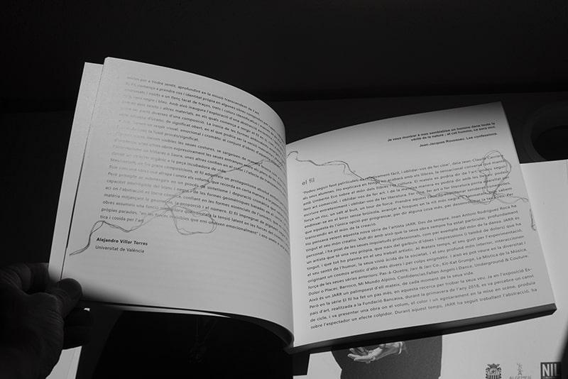 dos paginas del catálogo de la exposición de Jarr