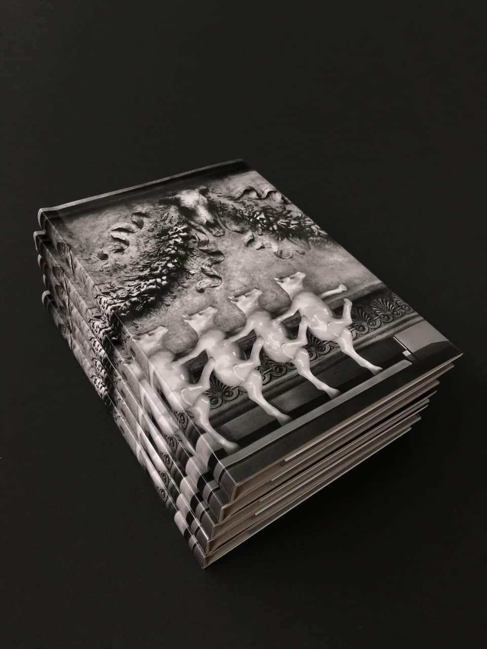 Pila de libros de fotografía