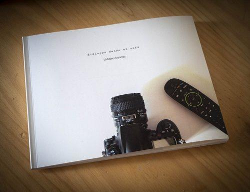 Imprimimos el fotolibro Diálogos desde el sofá, de Urbano Suárez