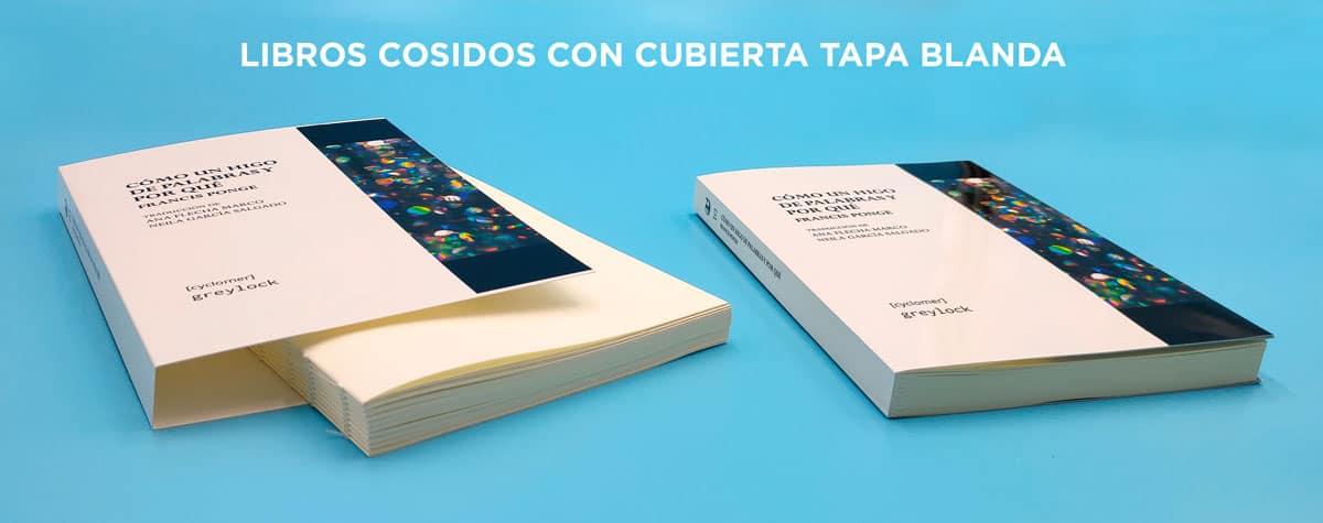 Ejemplo de cubierta tapa blanda con interior del libro cosido en pliegos